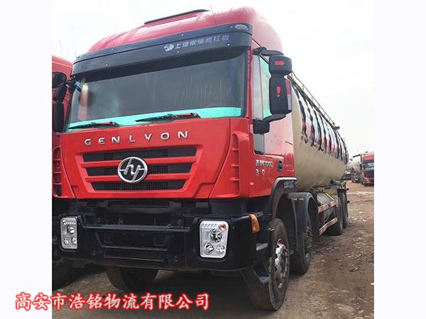 红岩杰师前四后八水泥罐车。390马力。国四排放